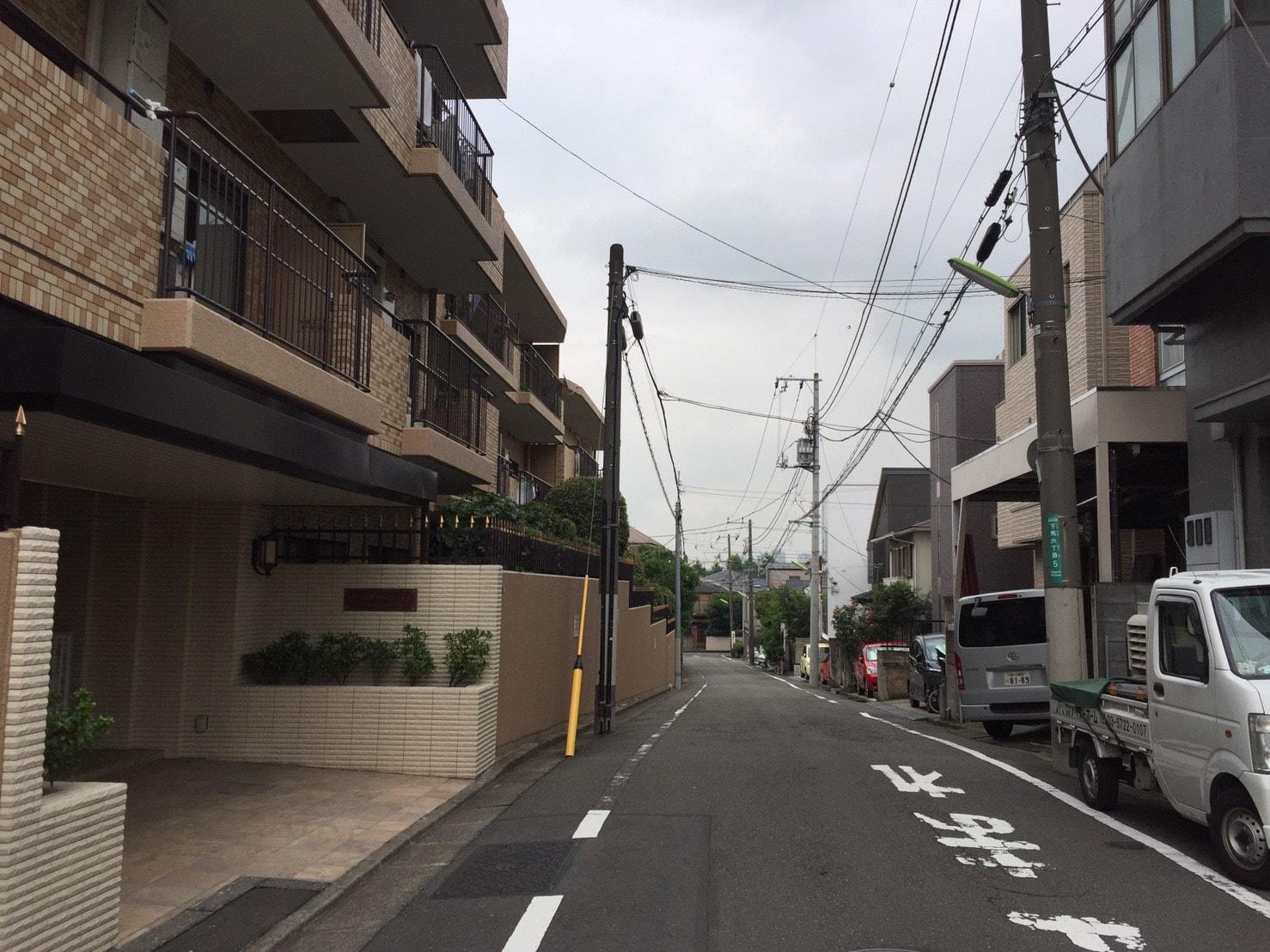 マンションが点在する住宅街