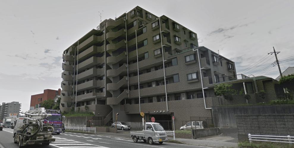 国道沿いのマンション