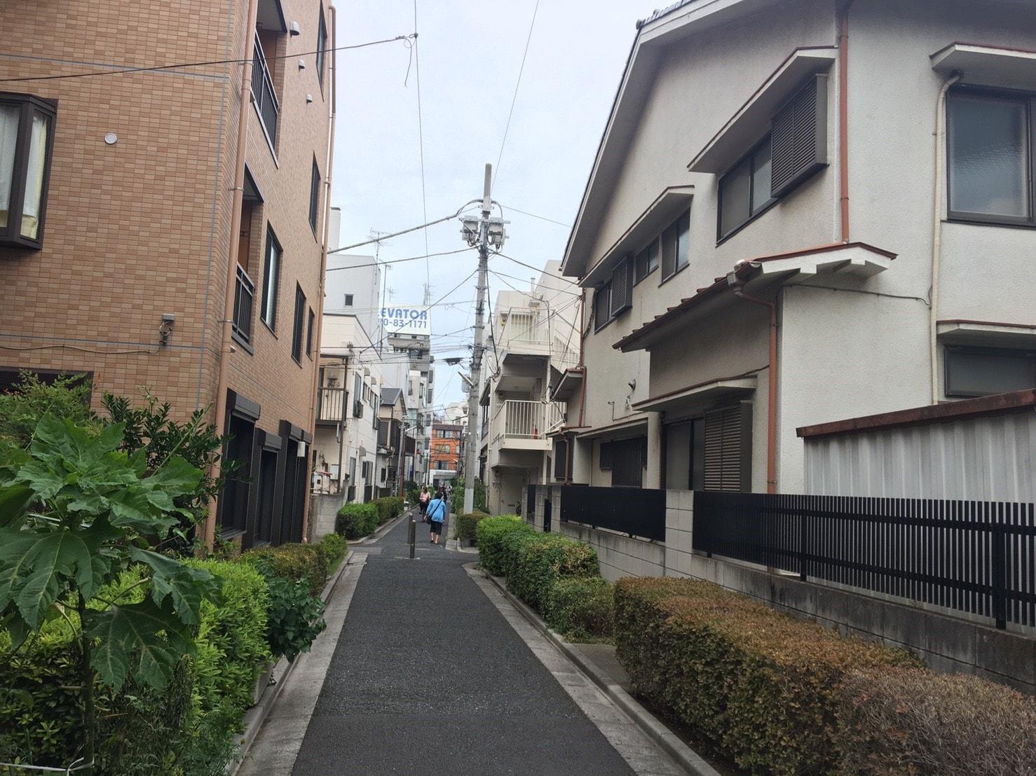 道が細い住宅街