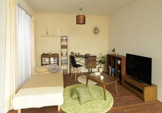 木目調の家具で暖かみを出す