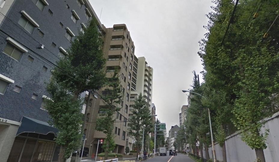 大通り沿いのマンション