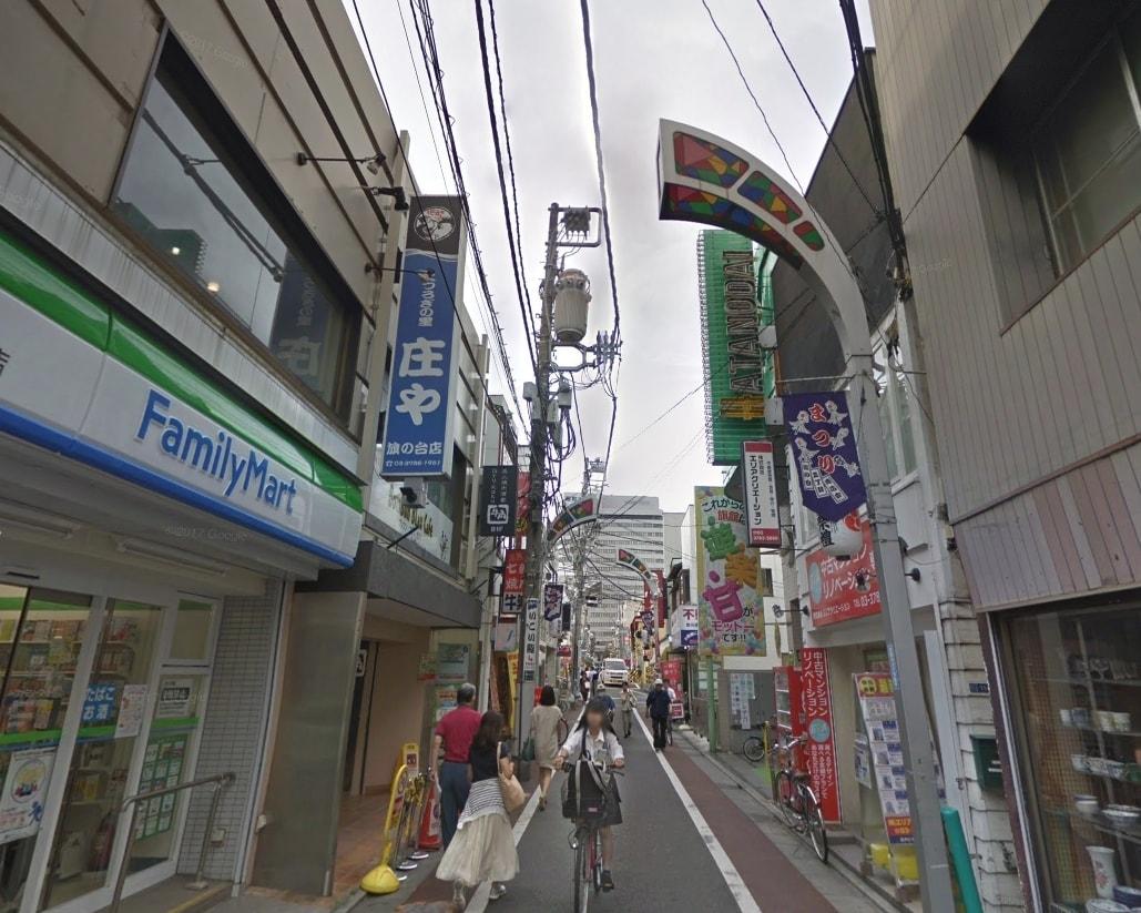 旗の台駅の道幅の狭い商店街