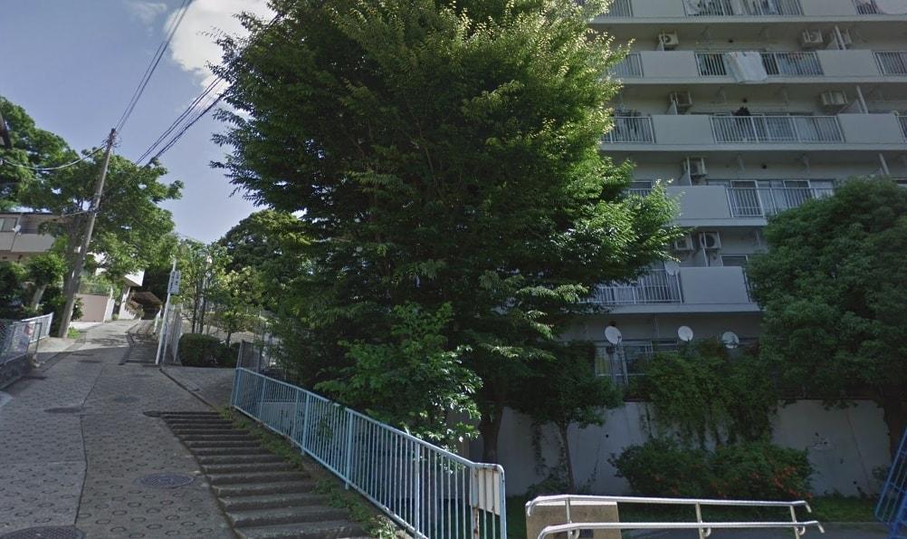 坂道のある住宅街