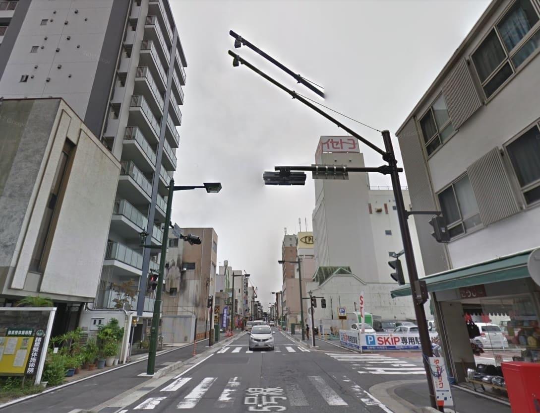 街灯が多い街並み
