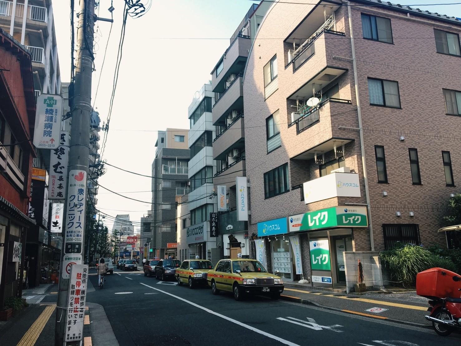 大通り沿いの風景