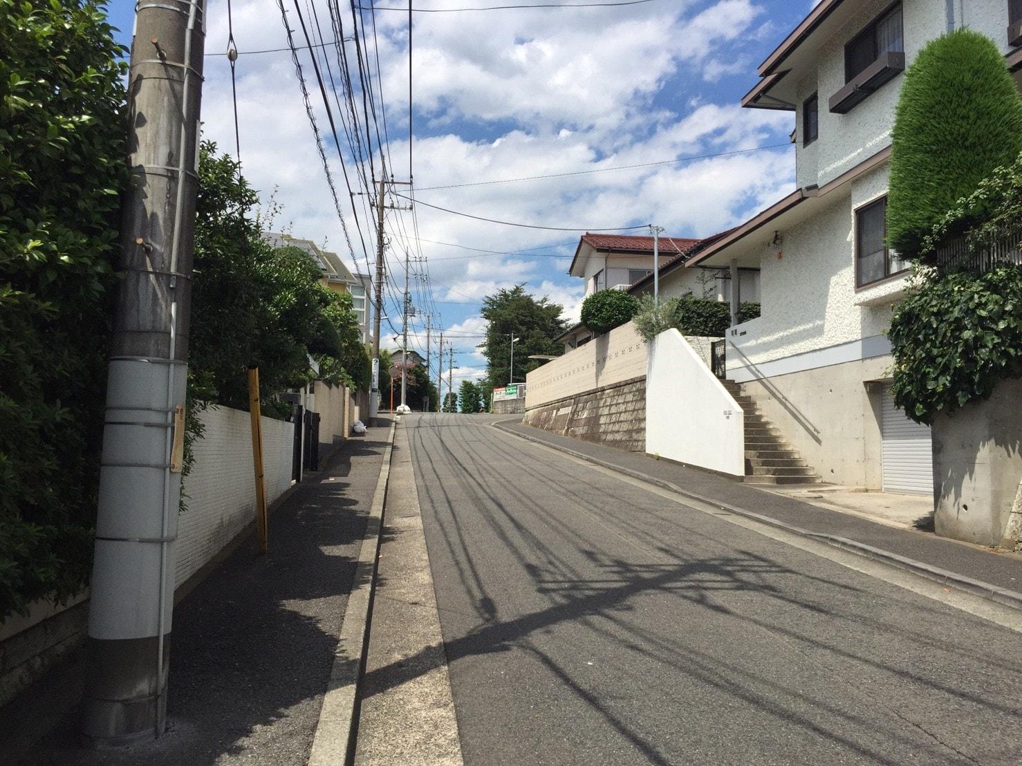坂が多い住宅街