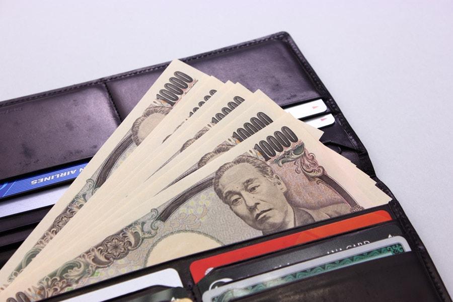 財布に入った1万円札