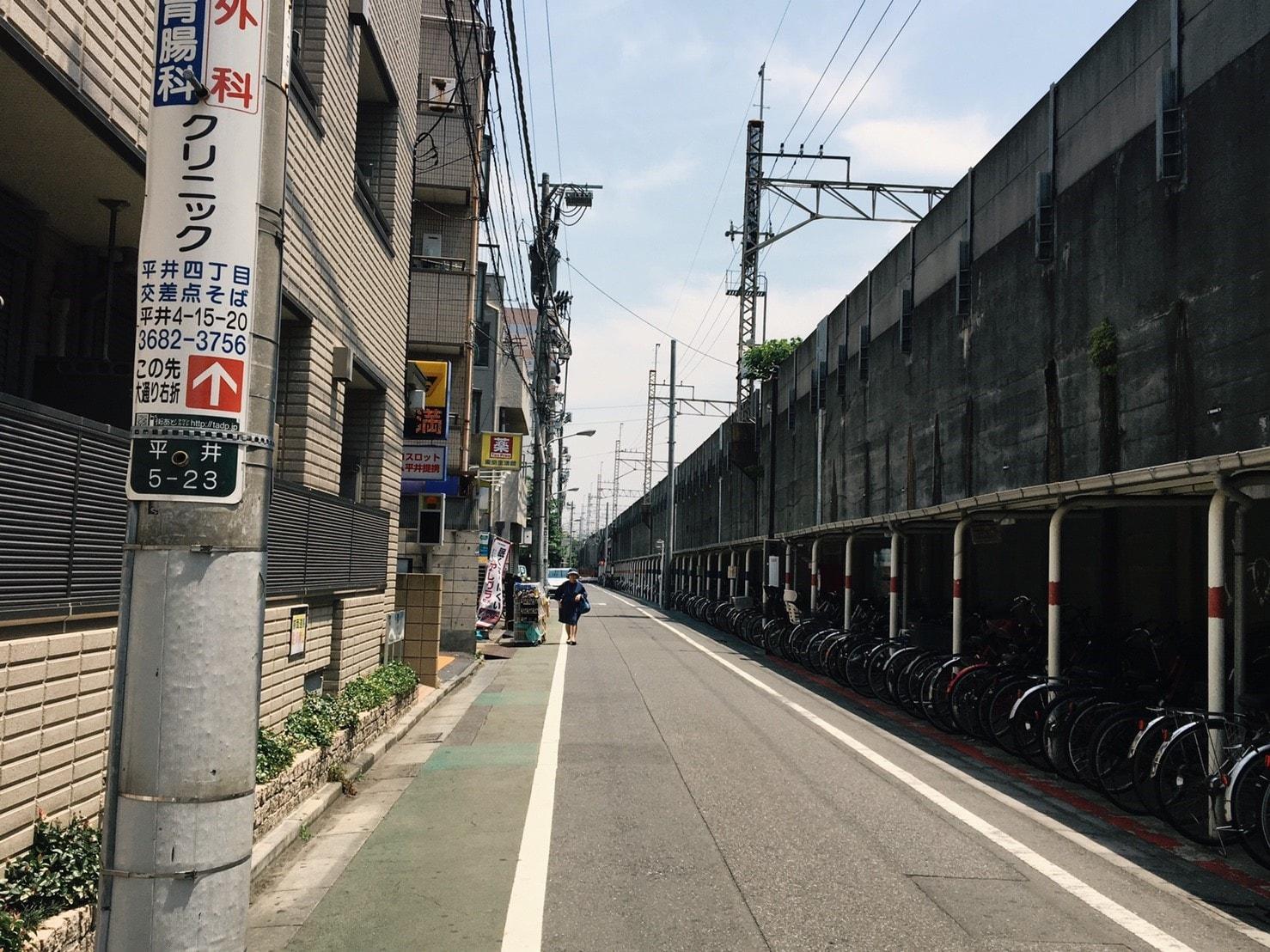 線路沿いの通り