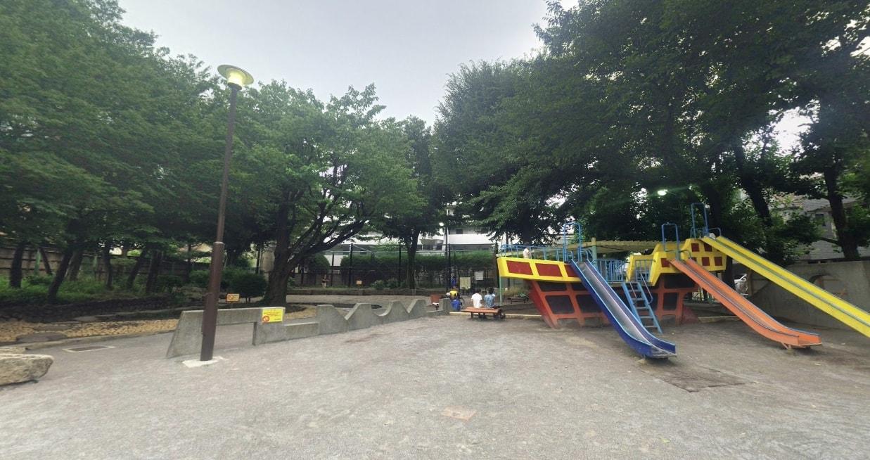 住宅街にある公園