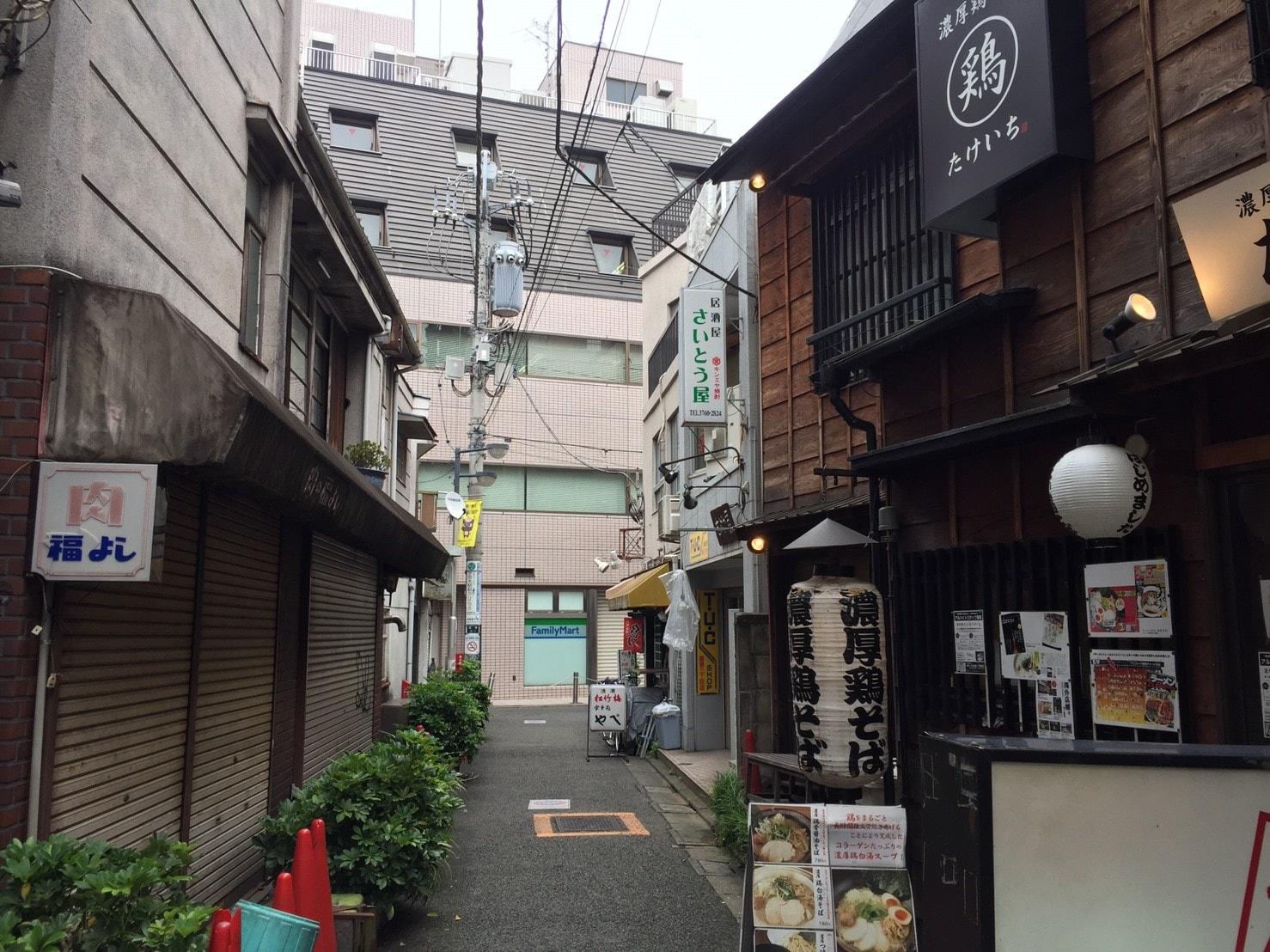 飲食店が集まる路地
