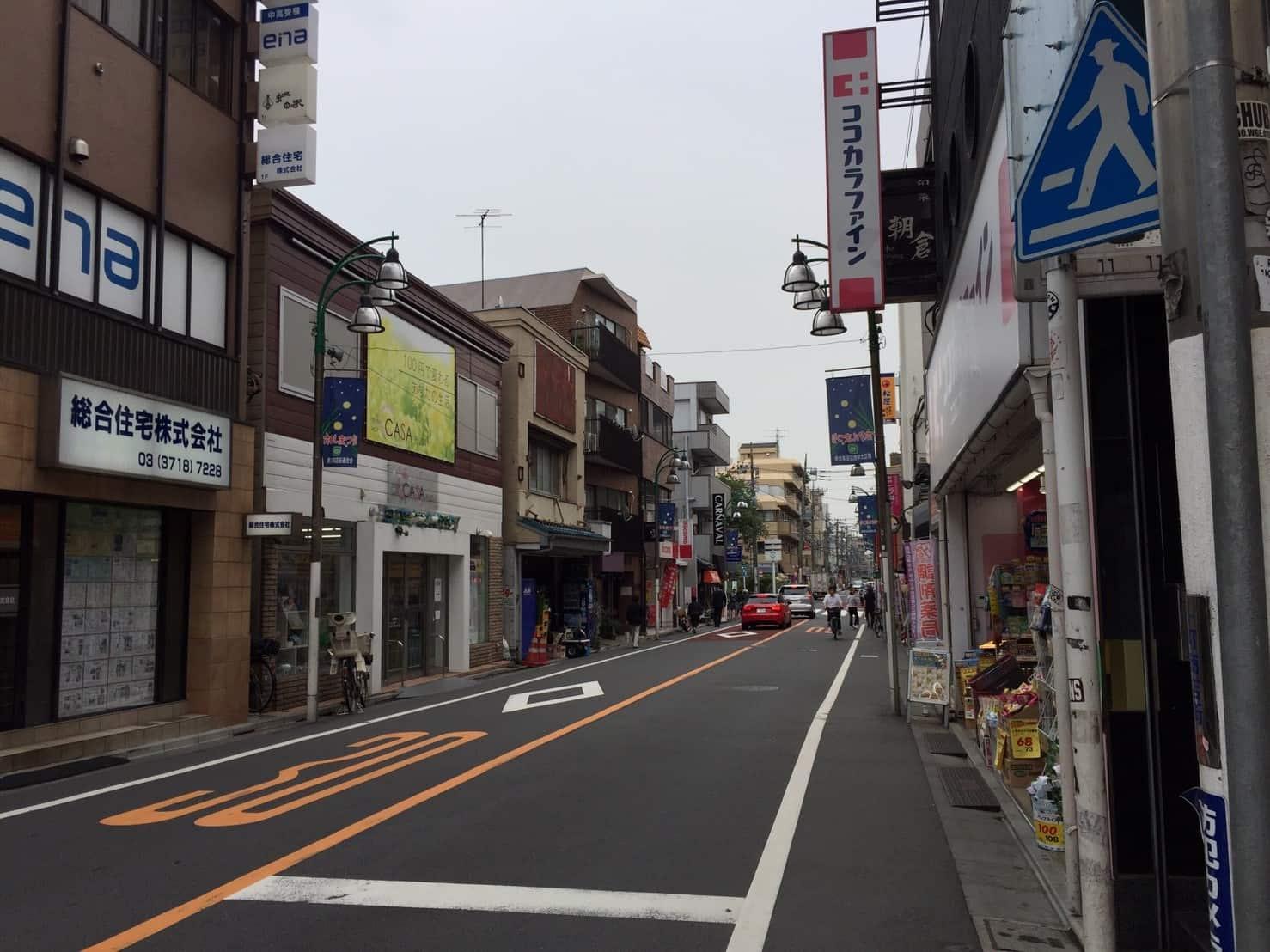 裏道の細い道路