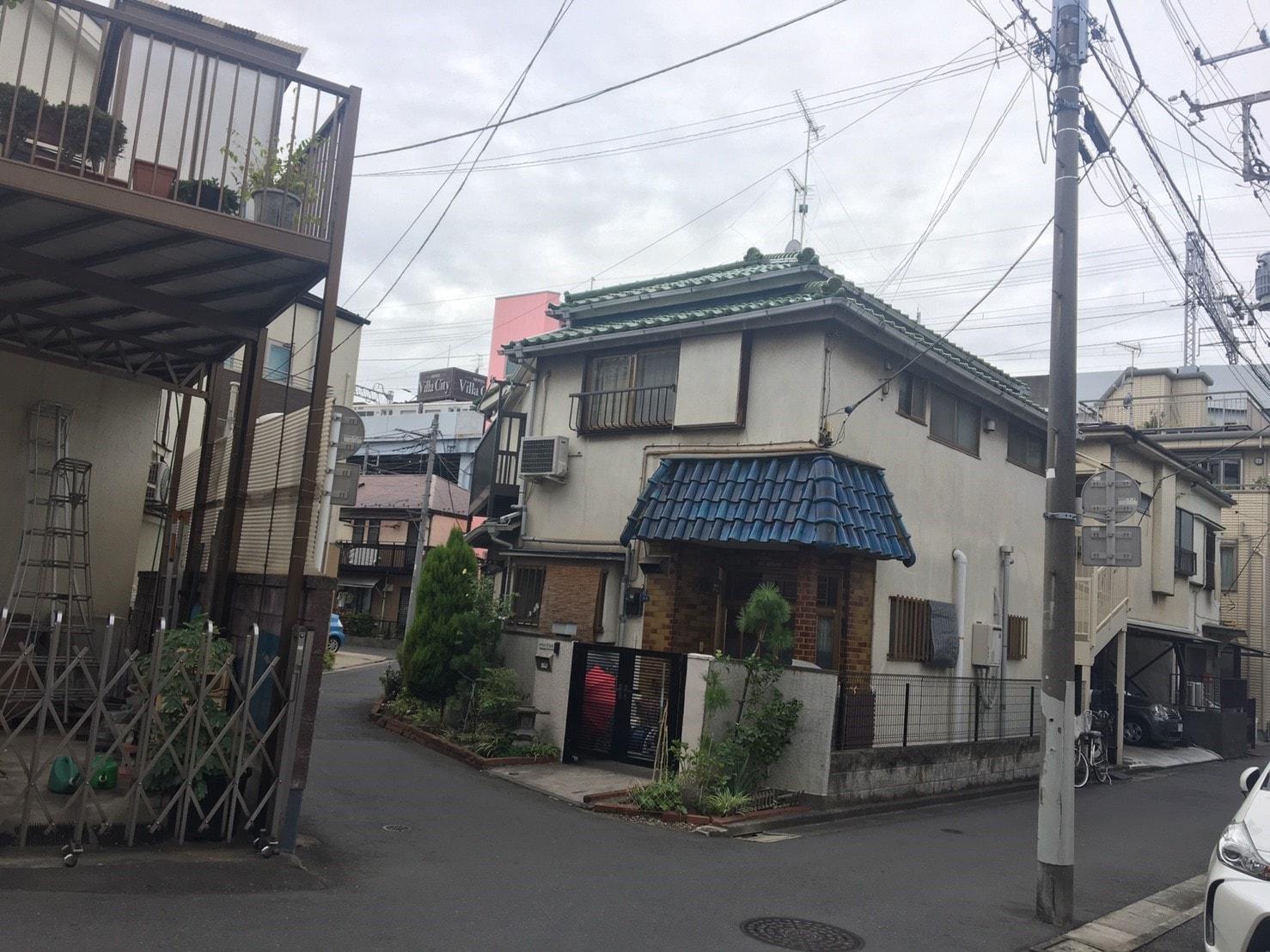 古い一戸建てが多い住宅街