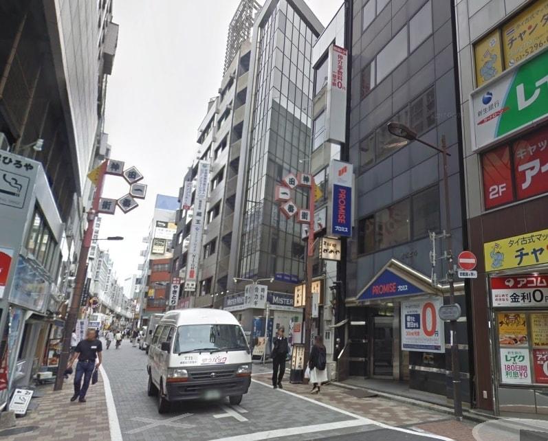 飲食店が並ぶ商店街