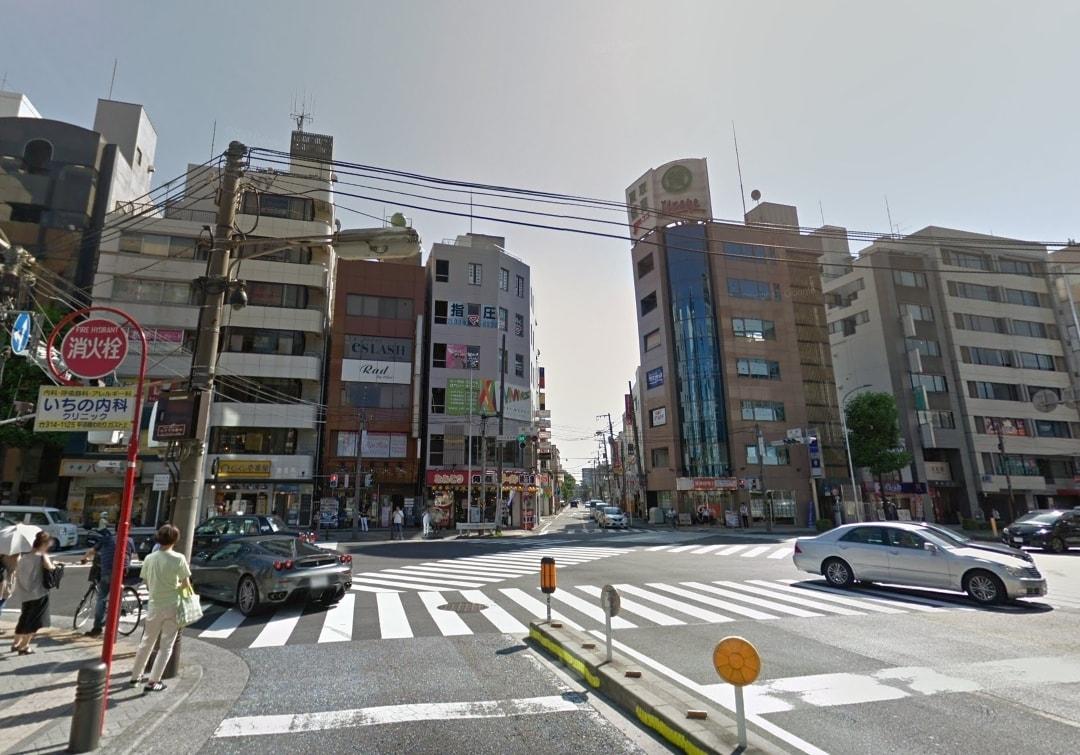 岡野町の交差点