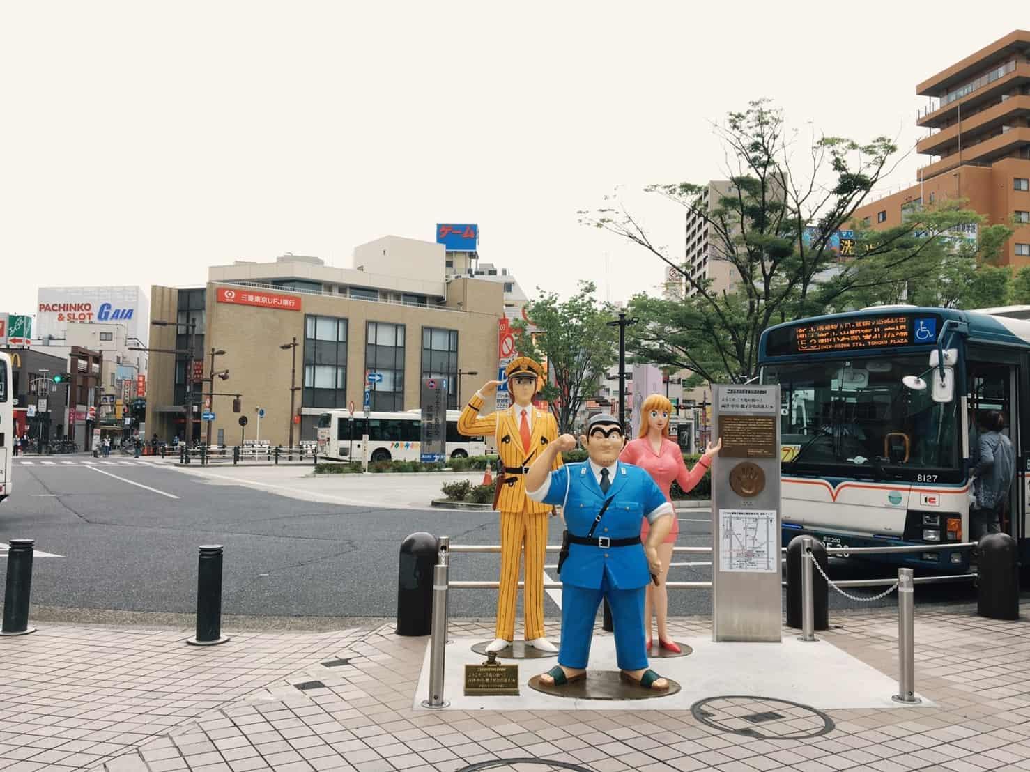 駅前のこち亀像