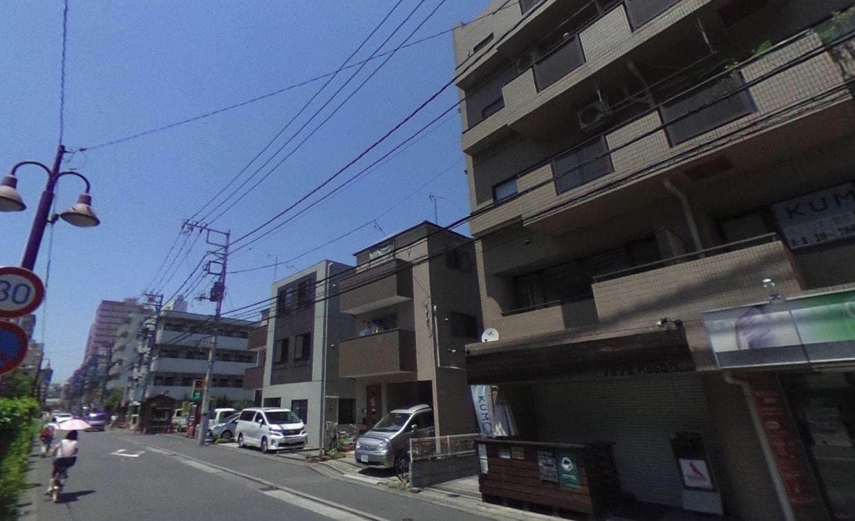 通りの住宅