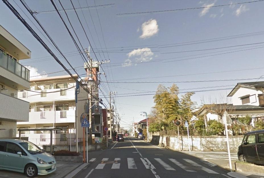 戸建てとアパートが混在する住宅街