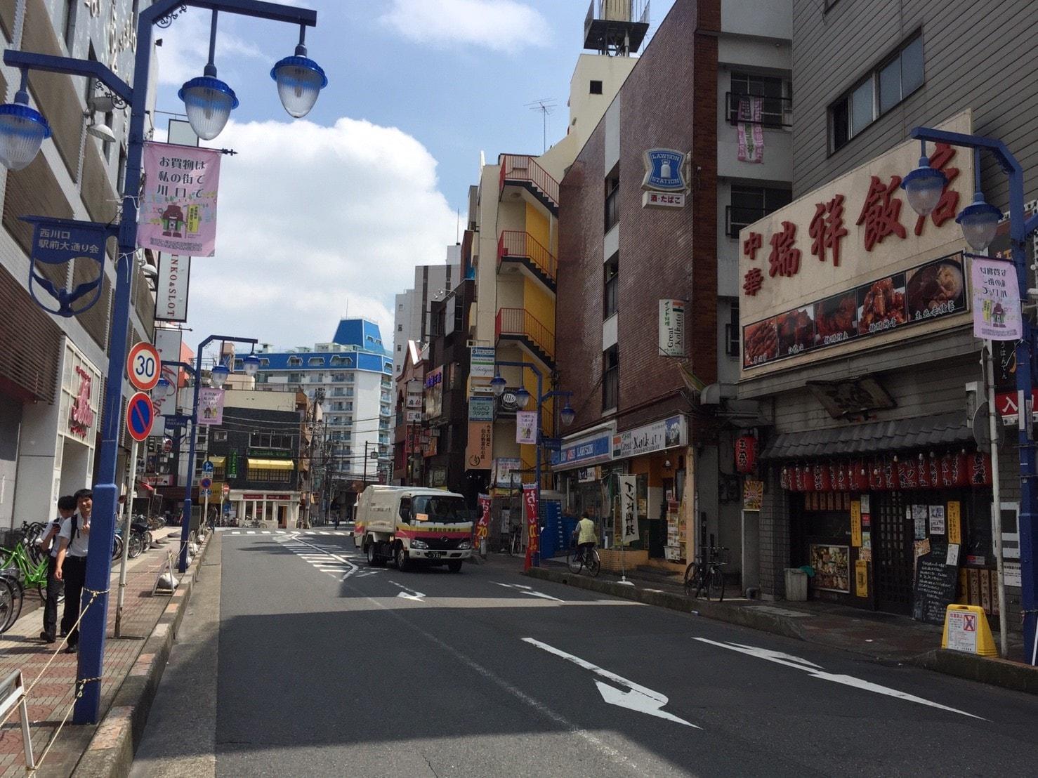大通り沿いのお店