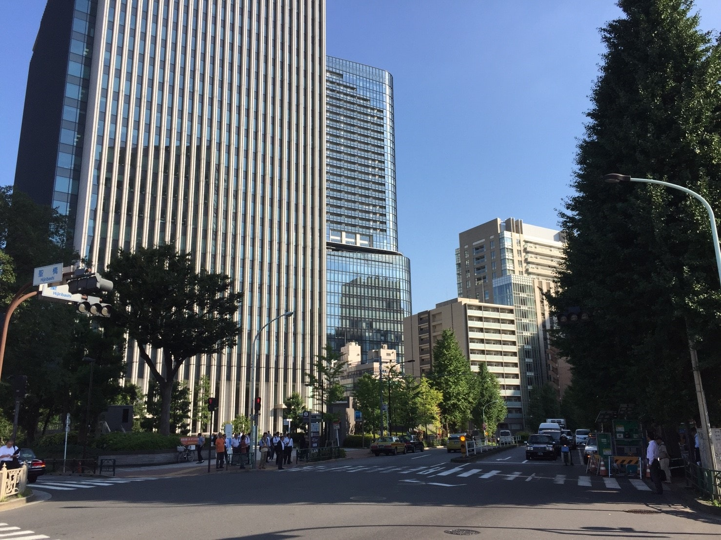駅周辺の高層ビル