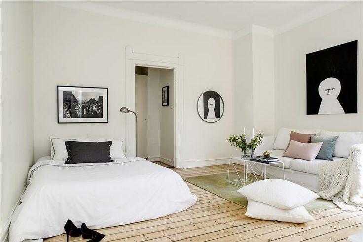 床・壁・天井の順に明るい部屋