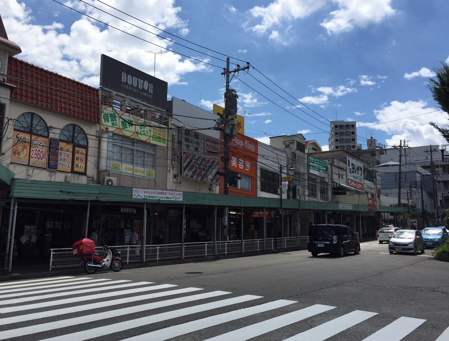 百合ヶ丘駅前の商店街