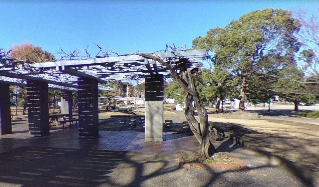 駅近の公園