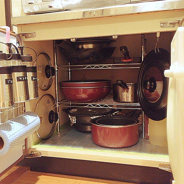ラックを使ったシンク下の鍋類収納