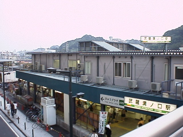 駅前の画像