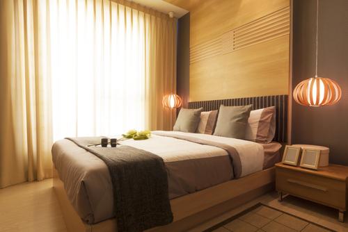 シンプルなレイアウトの寝室