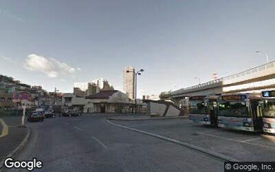 駅前のバスターミナル