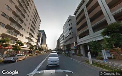 茨木駅前の大通りにあるマンション群