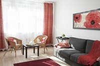 赤と黒で揃えた居室