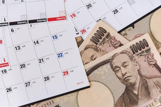 カレンダーと一万円札