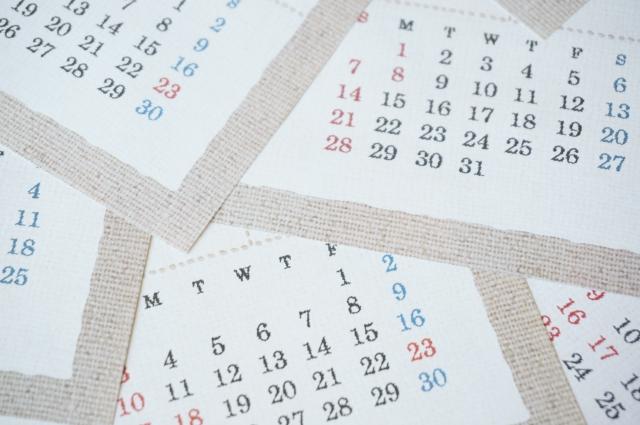 散乱するカレンダー