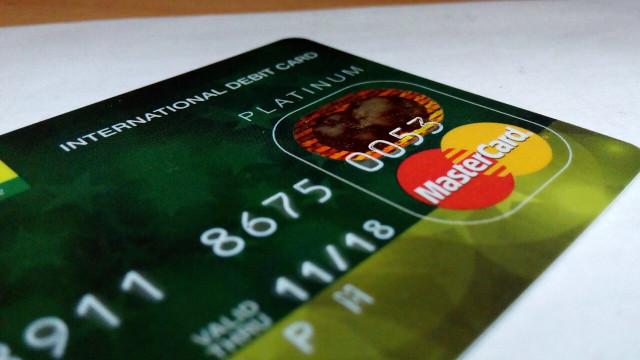 緑のクレジットカード