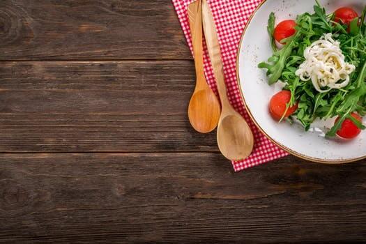 サラダと食器