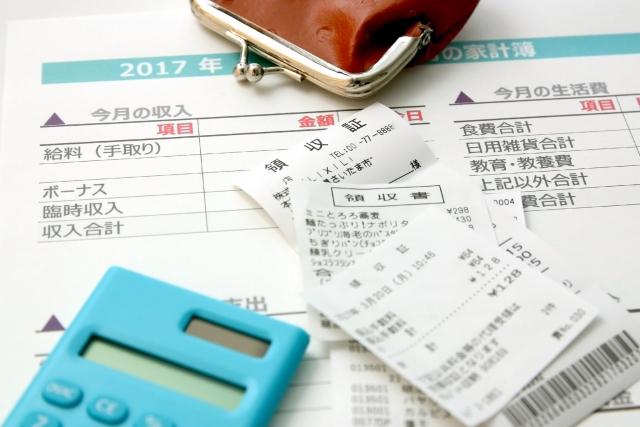 家計簿と電卓とレシート