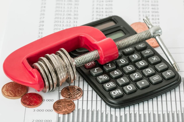 電卓とお金と器具