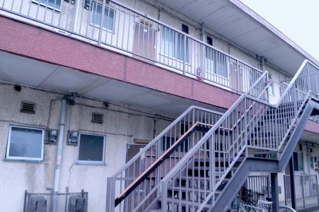 古い外観のアパート