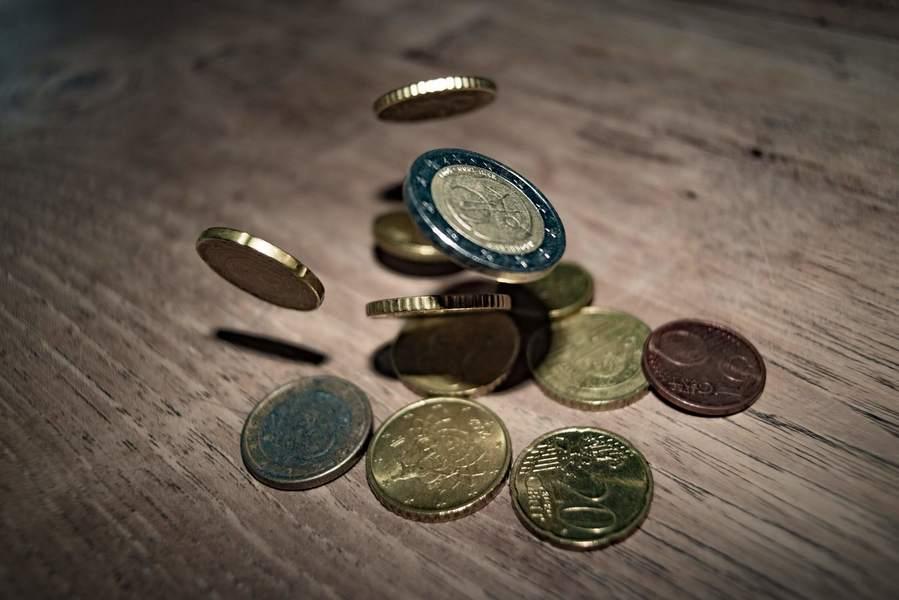 落下するコイン