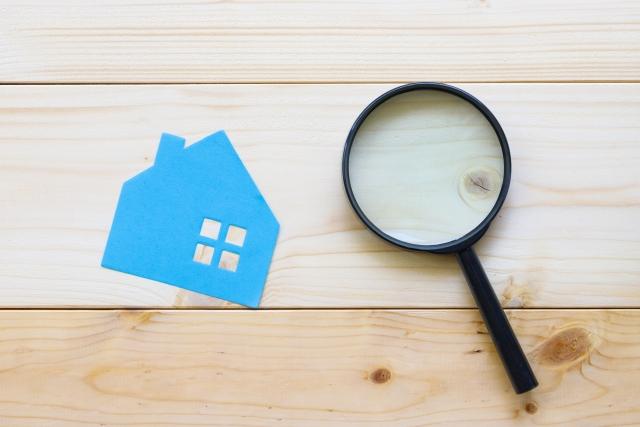 紙の家と虫眼鏡