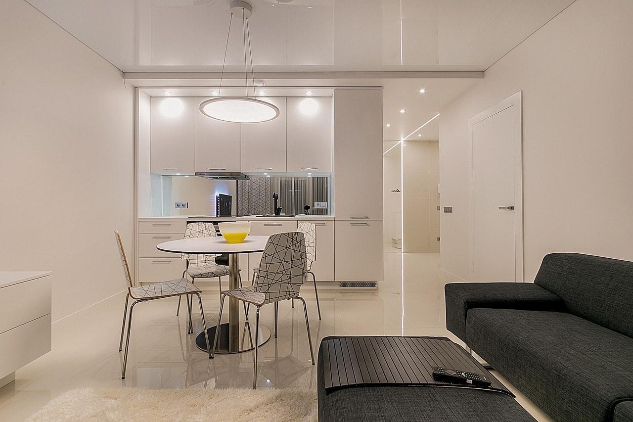 白い照明の綺麗な部屋
