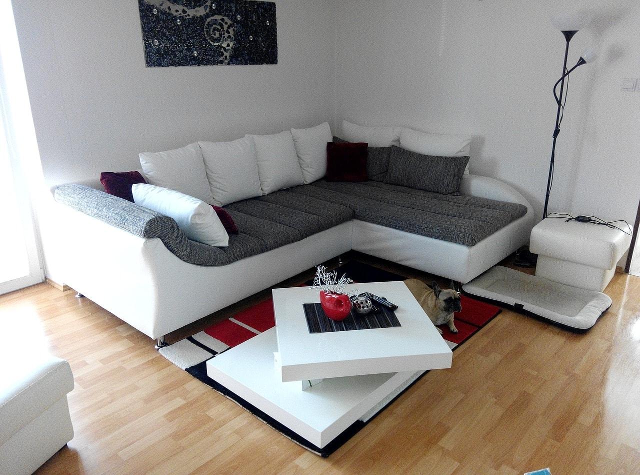 スマートなソファのある部屋