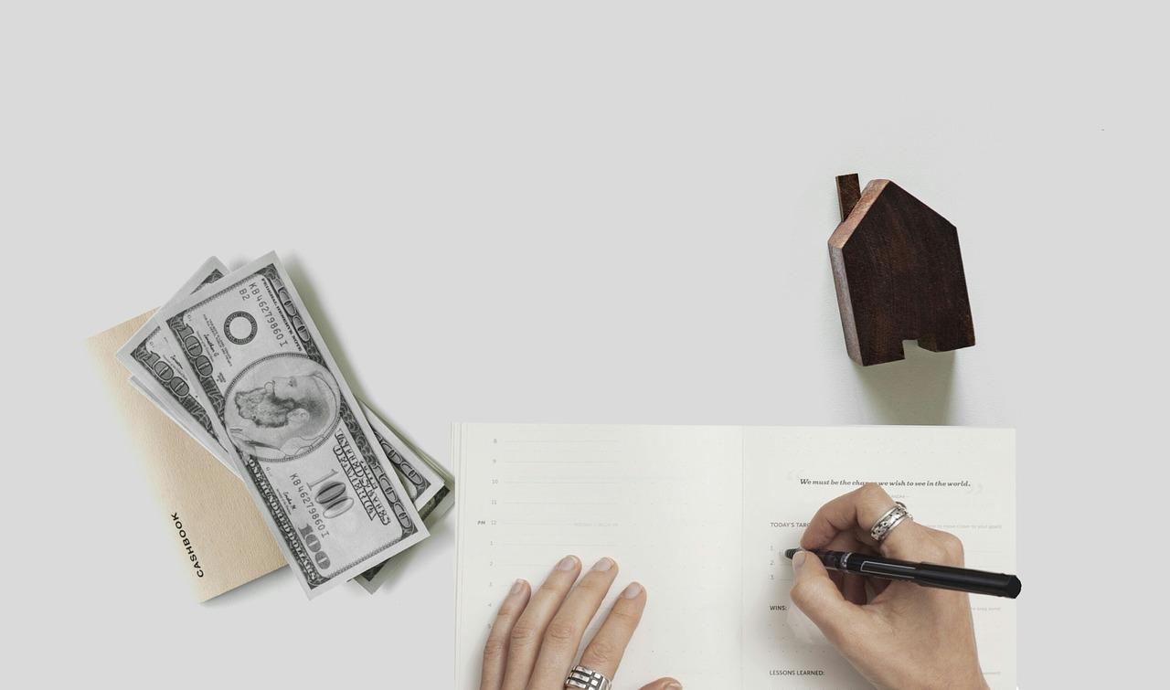 書類とお金