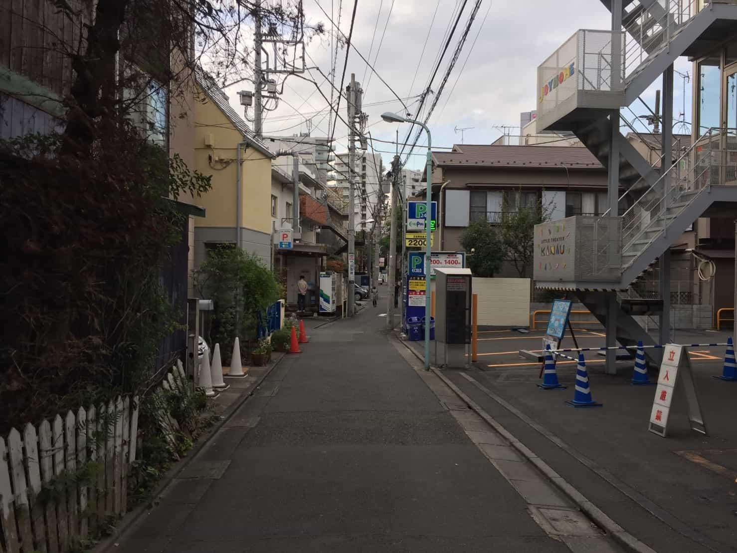 千駄ヶ谷駅 坂道の多い狭い裏道