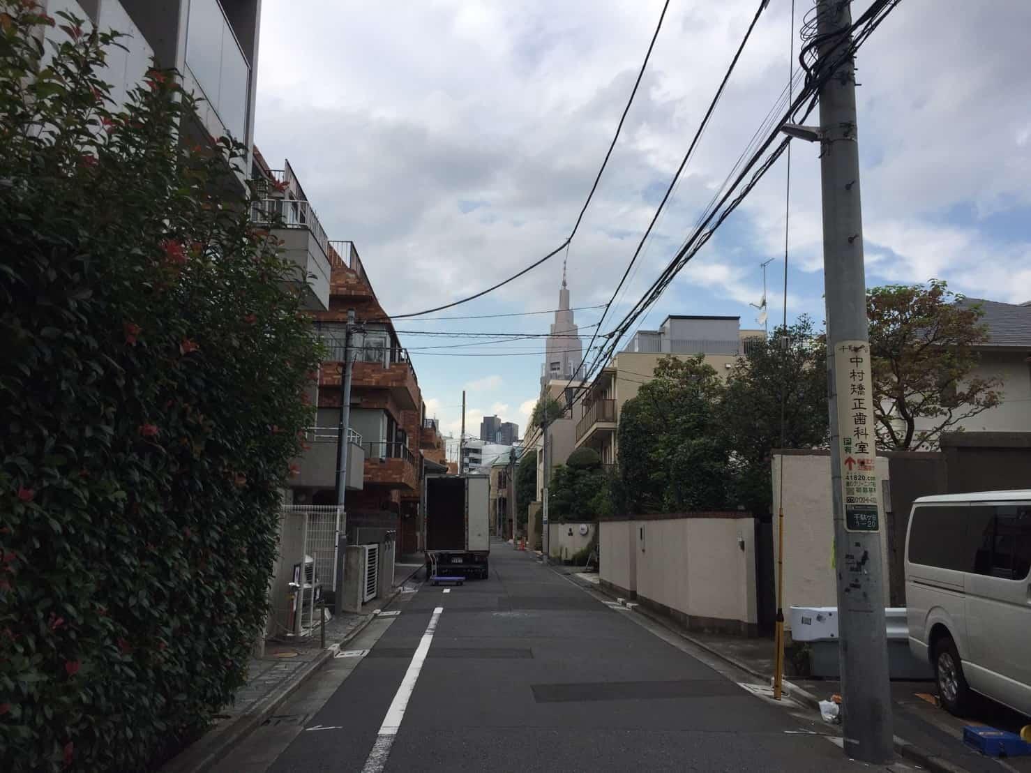 千駄ヶ谷駅 住宅街の狭い裏道