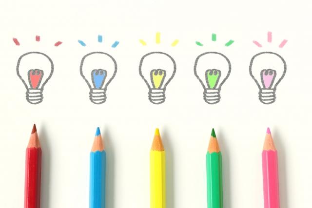 色鉛筆で描いた電球マーク