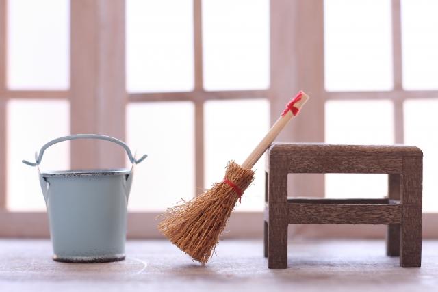 白いお部屋と掃除用具