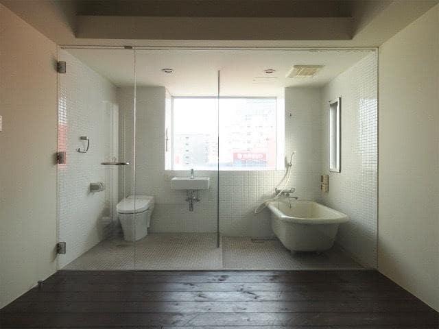 ガラス張りのトイレとお風呂