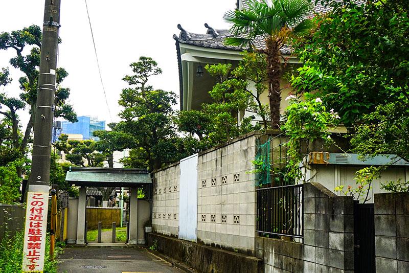 蓮花寺の裏口